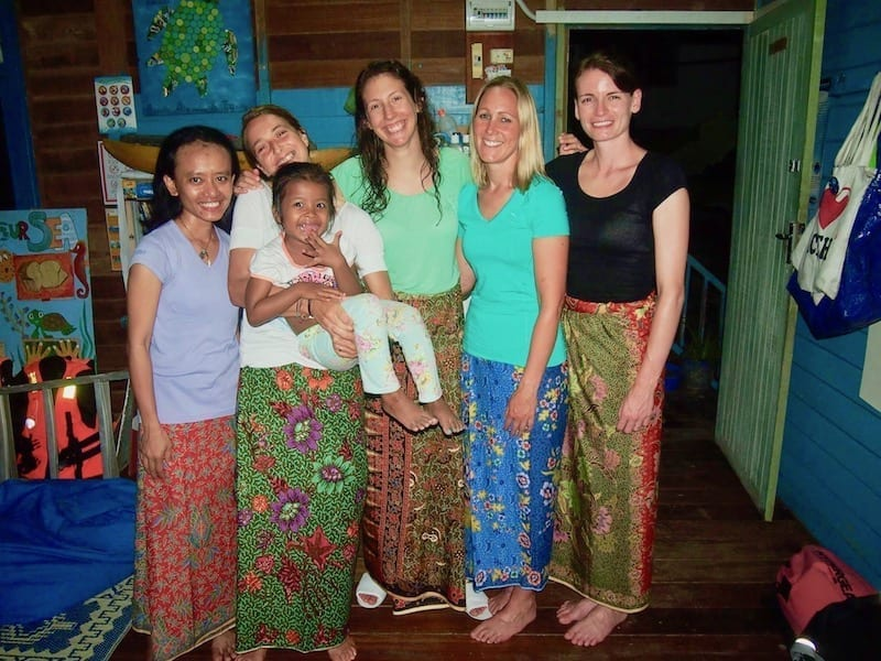 Blue Temple ladies | Perhentian volunteering | Blue Templars | Blue Temple Conservation