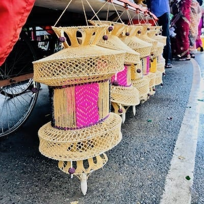 Knitted lanterns on sale by a street vendor on Dharmapala Road in Sarnath, India | Souvenir craft in Buddhist Sarnath