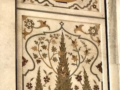 Floral pietra dura design decorating the Tomb of I'timad ud-Daula, the 'baby Taj' of Agra, India | Example of marble inlay work of the Mughal empire