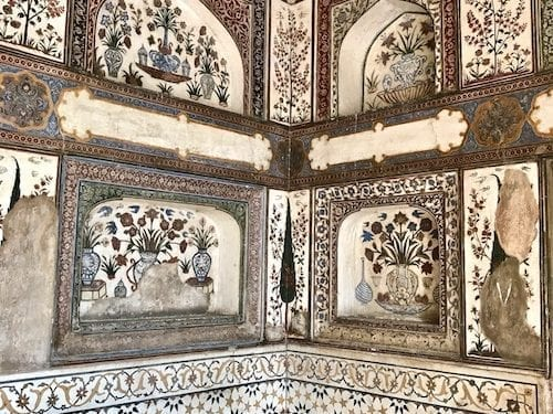 Marble inlay decorations in a corner of Corner tower of the Tomb of I'timad ud-Daula, the 'baby Taj' of Agra, India | Mughal marble and pietra dura craftsmanship example